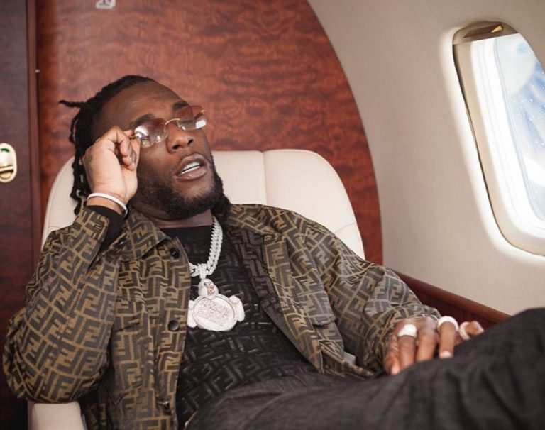 Nigerians drag Burna Boy over his nonchalant attitude during his show